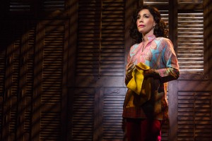 9-0719-Andr+¬a Burns as Gloria's mother, Gloria Fajardo, in ON YOUR FEET! (c) Matthew Murphy